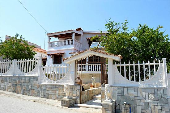 Дом в Лутраки на побережье